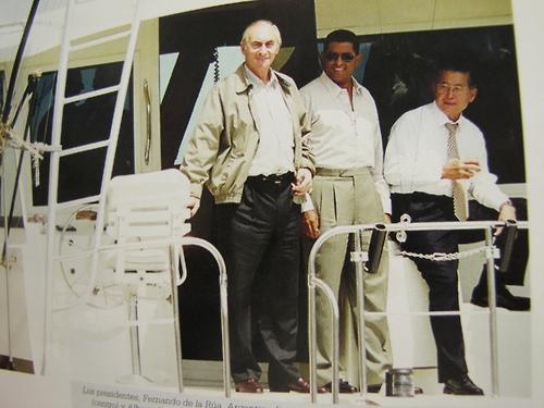 """De la Rua, Flores y Fujimori - Foto de Mauricio Sandoval del libro """"Memorias de un Fotógrafo Presidencial 1979-2014"""""""